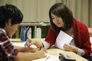 kumi_2012年度_コラボスクールで中学生に教えてるところ